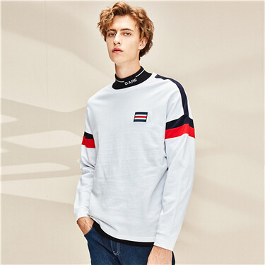 Contrast badge loose crewneck t-shirt