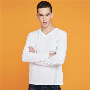 Solid v-neck long-sleeve tee