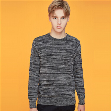 Crewneck long-sleeve knitted sweater