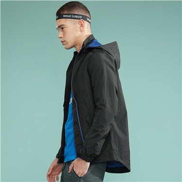 Mesh lining hooded windbreaker