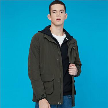 品牌印花雙貼袋立領夾克