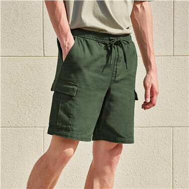 Diagonal elastic waistband cargo shorts