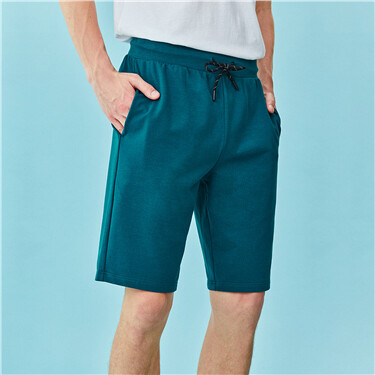 Solid drawstring at waist knitted shorts