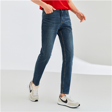 Mid-rise stretchy straight jeans