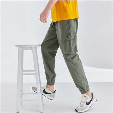 Stretchy cargo pockets banded cuffs pants