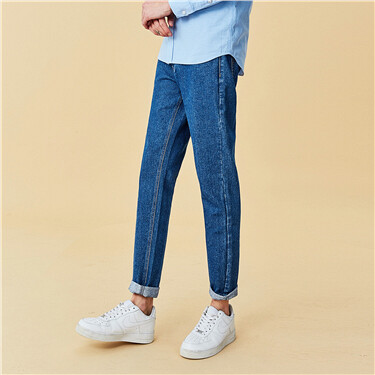 Mid rise five-pocket style tapered jeans