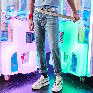 Cotton whiskered thin denim jeans