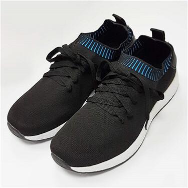 Contrast color shoes with laces
