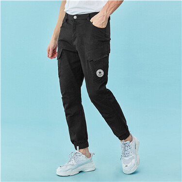 Cargo pockets badge pants