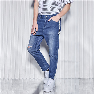 Stretchy shredded loose fit jeans