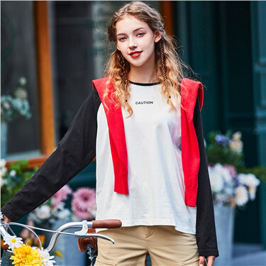 Printed contrast color long-sleeve tee