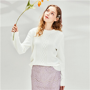 Thick cable knitting crewneck sweater