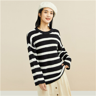 Stripe loose crewneck sweater