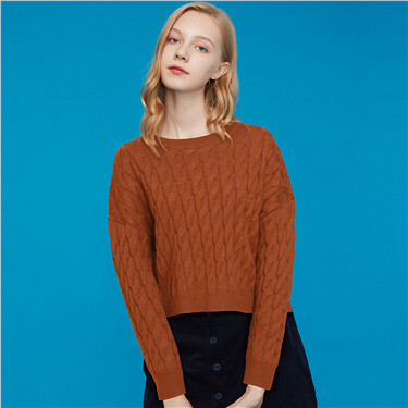 Thick crewneck cable knitted short sweater