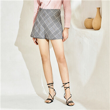 Plaid mid rise short skirt