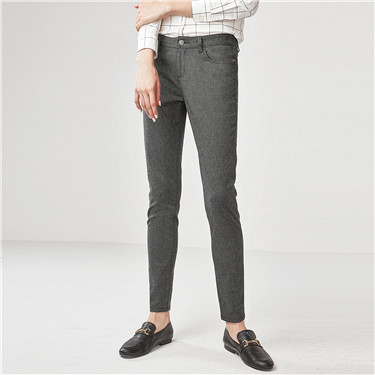 Women's Mid Rise Slim Tapered Pocket Capri