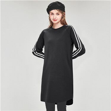 Contrast-colored raglan sleeve sweatshirt dress