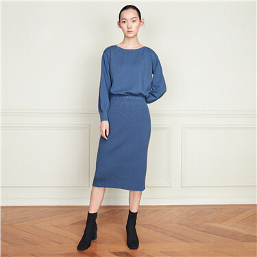 Solid banded-waist back split knitted dress