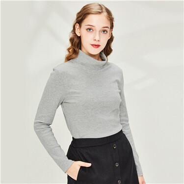 Plain turtleneck long-sleeve tee