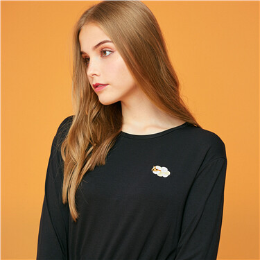 Embroidery stretchy crewneck tee