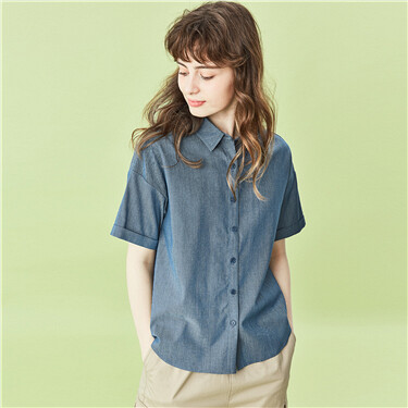 Turn-down collar short-sleeve shirt