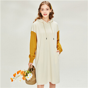 Loose contrast hooded dress