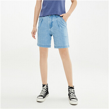 Washed design pleated mid-waist denim shorts