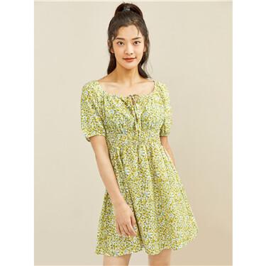 纯棉碎花绑带方领收腰泡泡袖连衣裙