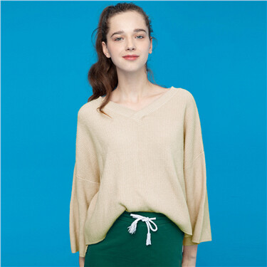 Solid longer hem at back knitted sweater