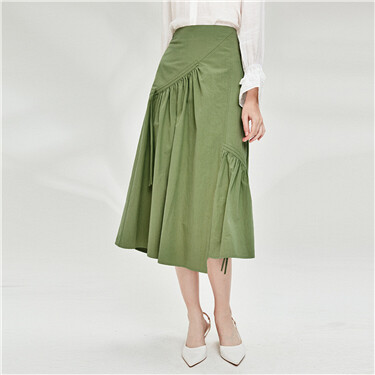 Asymmetrical zipper at side pleated skirt