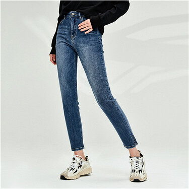 Side vents at cuffs stretchy jeans