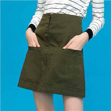 A shape button closure skirt